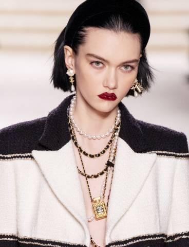 Phong cách trang điểm Chanel Métiers d'Art 2020 – Ánh sáng 31 Rue Cambon