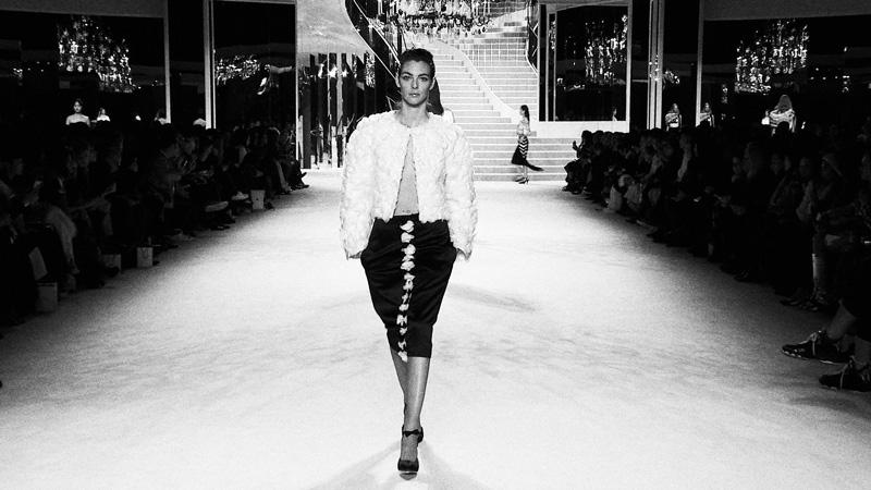 Phong cách trang điểm Chanel Métiers d'Art 2020